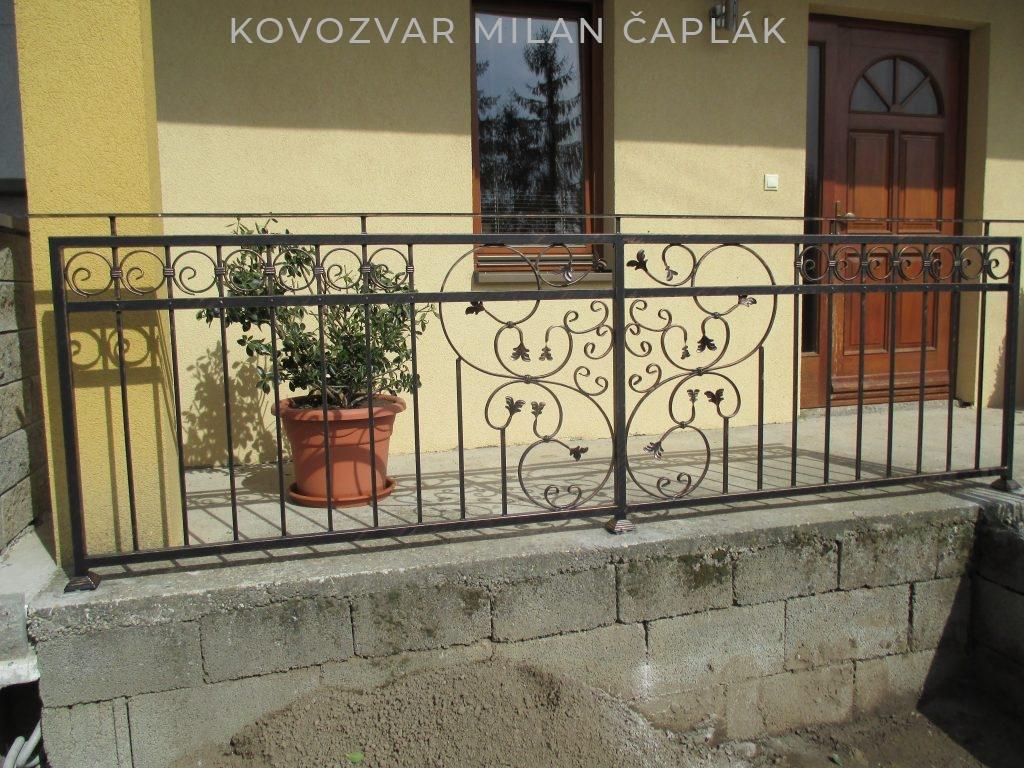 kované zábradlia na balkóny