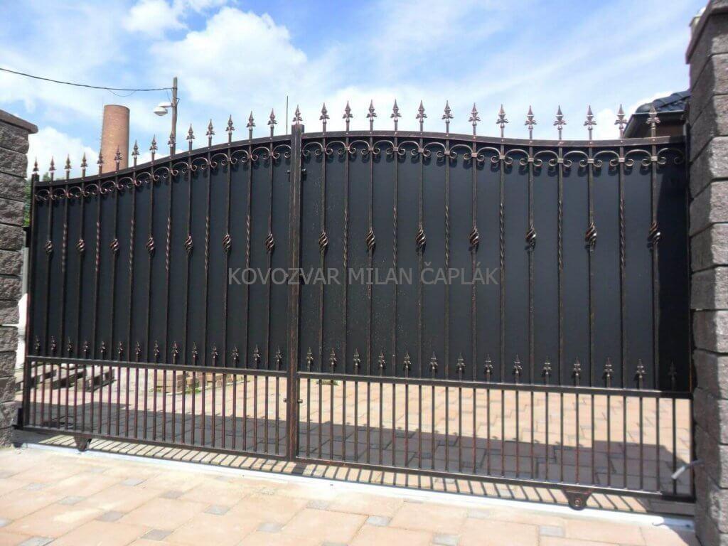 Kovozvar kované brány, kované ploty, kované zábradlia, kované balkóny a kovaný nábytok za jedinečné ceny na trhu