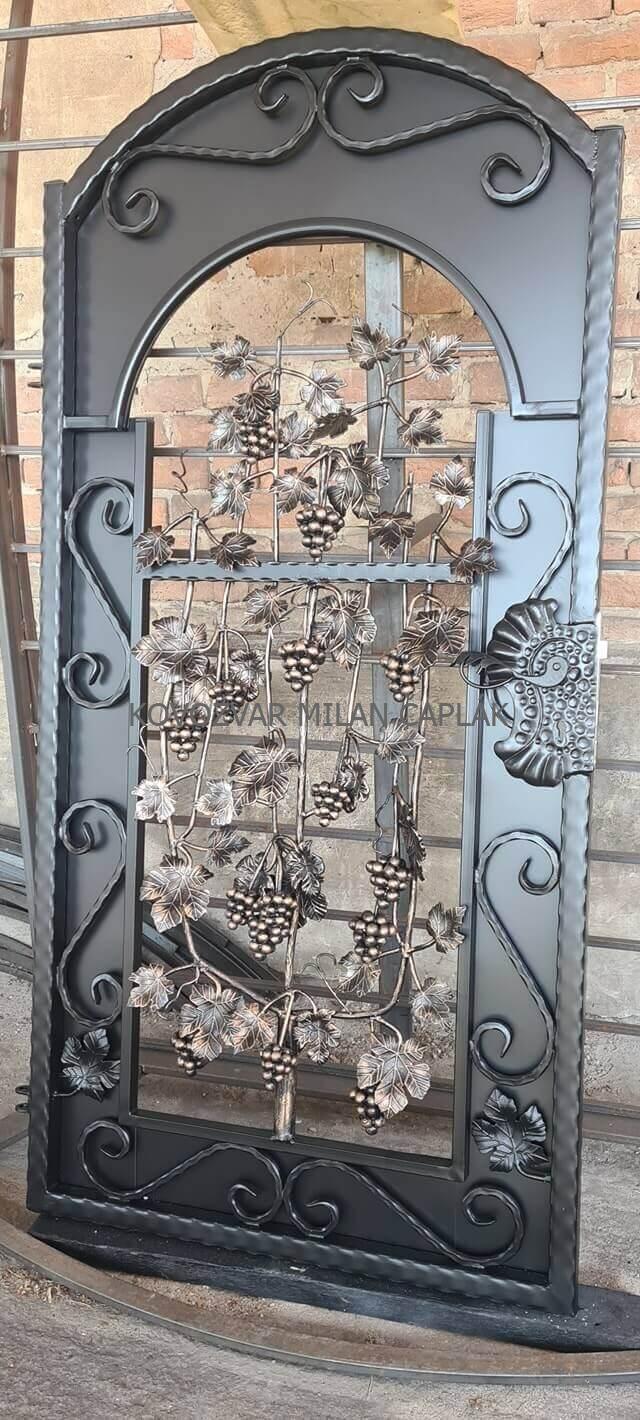 Dnes dokončené kované dvere