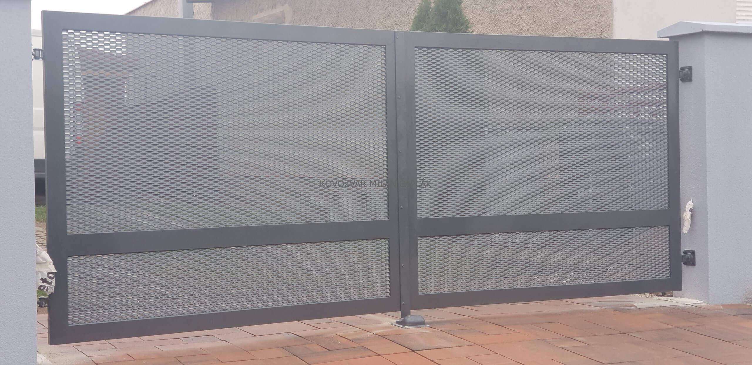 Montáž kovanej brány a plota v Senci